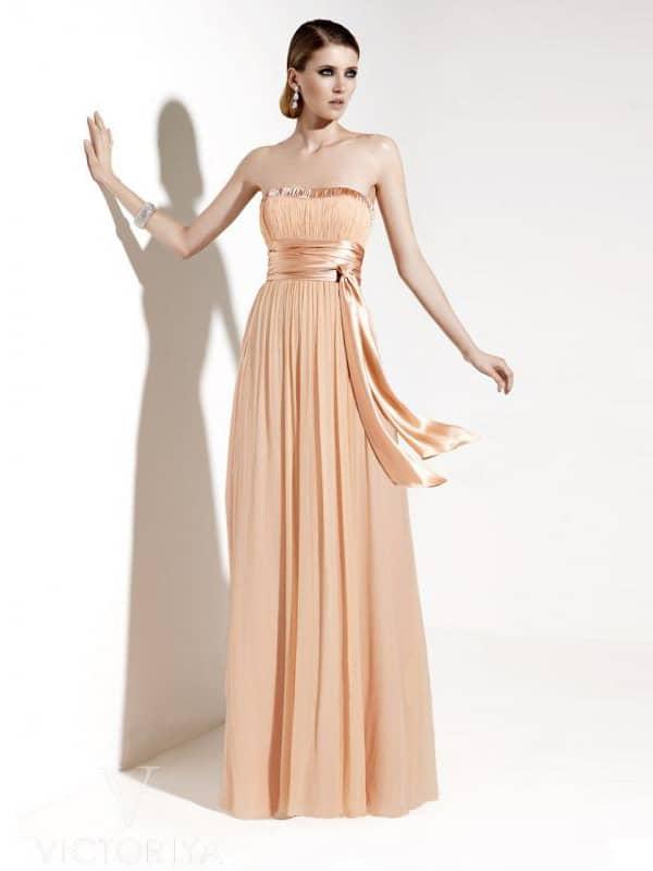 Красивое длинное вечернее платье в греческом стиле.