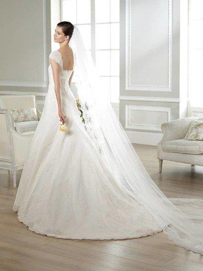 Свадебное недорогое платье с поясом.