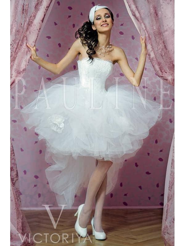 Свадебное платье с пышной короткой юбкой.