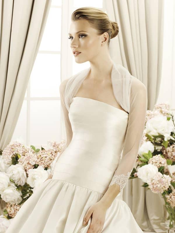 Элегантное свадебное болеро и с рукавами в три четверти.