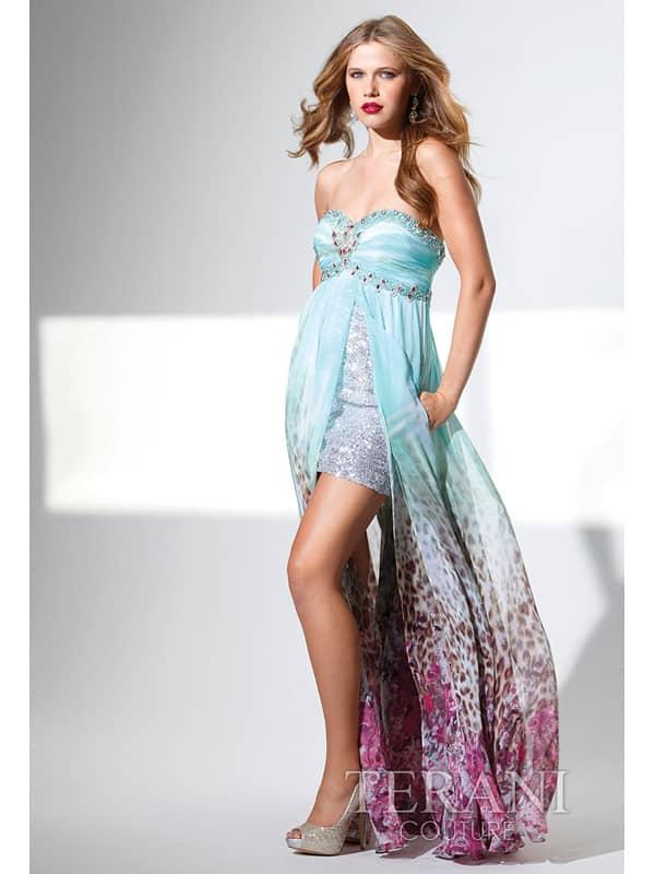 Роскошное коктейльное платье с верхней распашной длиной юбкой.