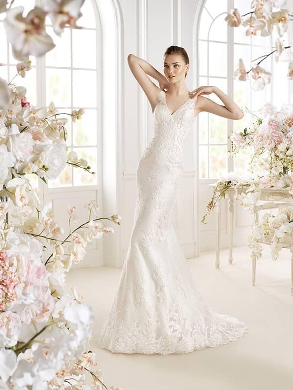 Свадебное недорогое платье с кружевом.