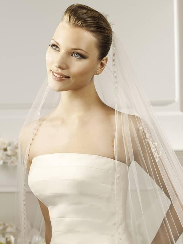Прозрачная свадебная фата овальной формы из коллекции испанской марки La Sposa Pronovias Fashion Group . ✆ +7 495 627 62 42 ★ Салон Виктория Ⓜ Арбатская Ⓜ Смоленская