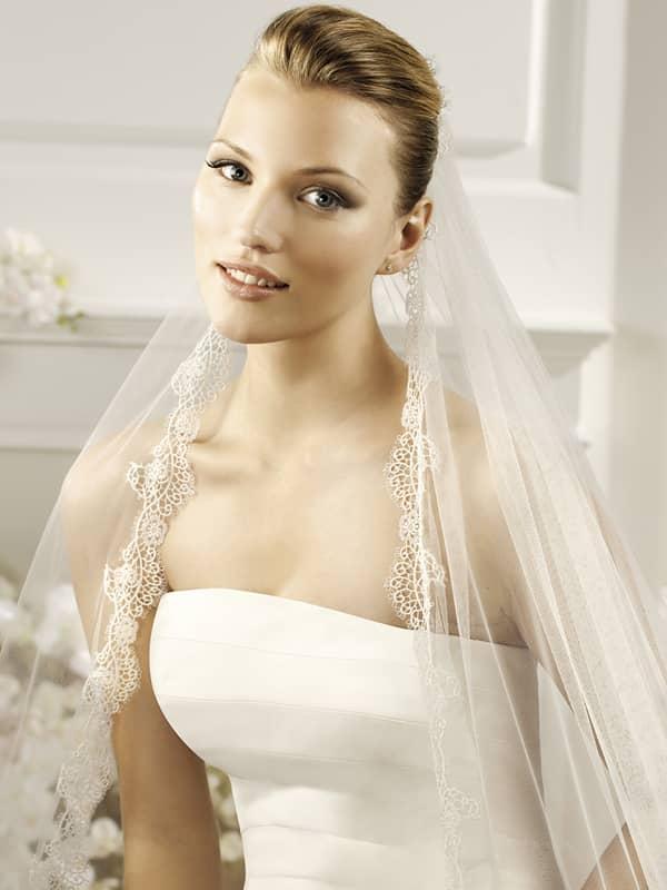Прозрачный овал нежной свадебной фаты из коллекции испанской марки La Sposa Pronovias Fashion Group. ✆ +7 495 627 62 42 ★ Салон Виктория Ⓜ Арбатская Ⓜ Смоленская