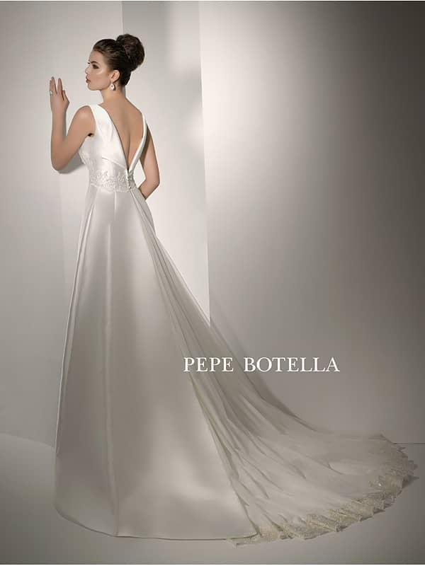 Атласное лаконичное закрытое свадебное платье. ➌ Примерка и подгонка платьев  ✆ +7 495 627 62 42 ★ Салон Виктория Ⓜ Арбатская Ⓜ Смоленская