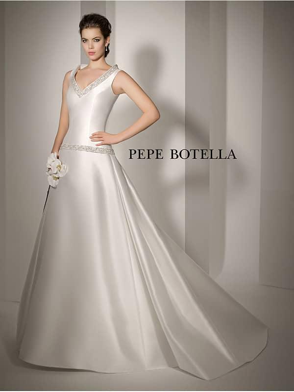 Очень простое свадебное платье из атласа. ➌ Примерка и подгонка платьев  ✆ +7 495 627 62 42 ★ Салон Виктория Ⓜ Арбатская Ⓜ Смоленская