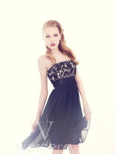 Вечернее платье с многослойной шифоновой юбкой длиной до середины бедра.