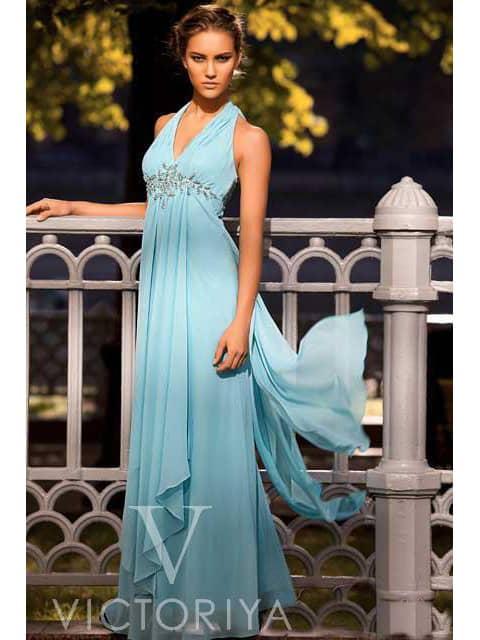 Вечернее платье в ампирном стиле, выполненное из легкой ткани голубого цвета.