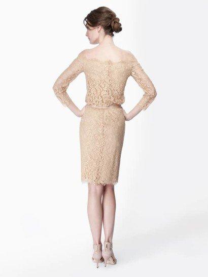 Короткое коктейльное платье с поясом.
