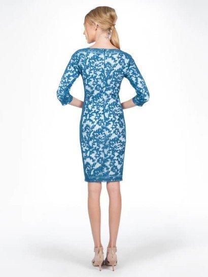 Вечернее платье с короткими рукавами.