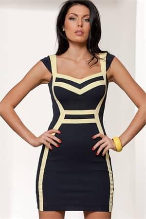 Стильное коктейльное платье с контрастной отделкой и изящными короткими рукавами.
