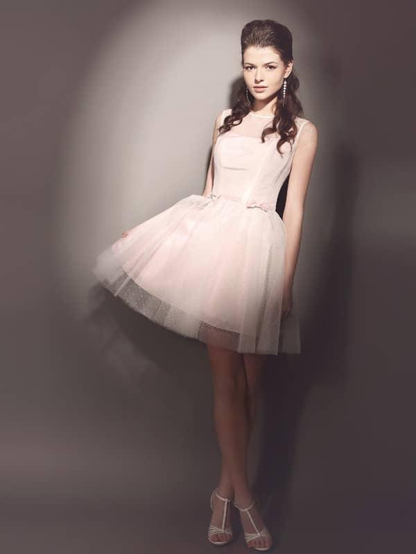 Короткое недорогое вечернее платье.