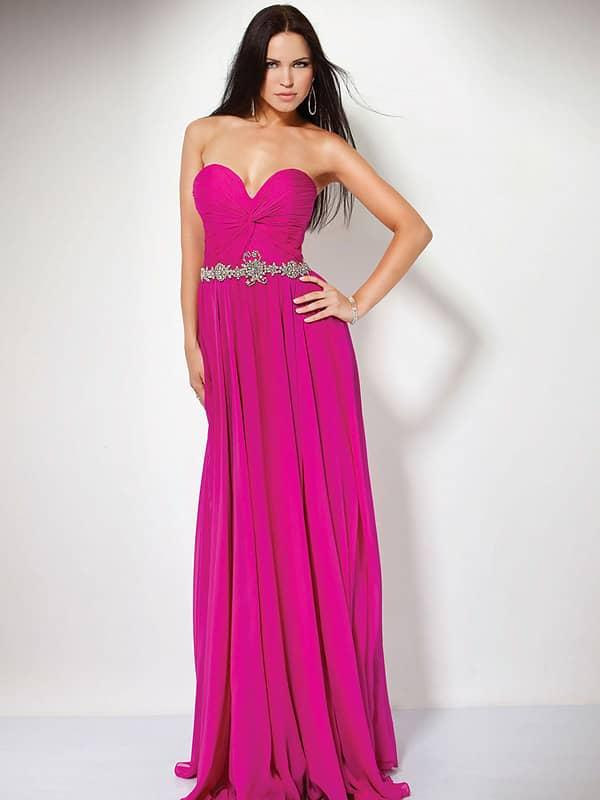Недорогое вечернее платье с поясом.