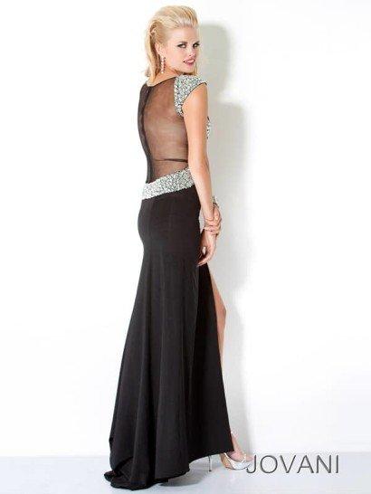 Черное недорогое вечернее платье.