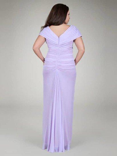 Шифоновое платье с драпировкой и V-образным вырезом.