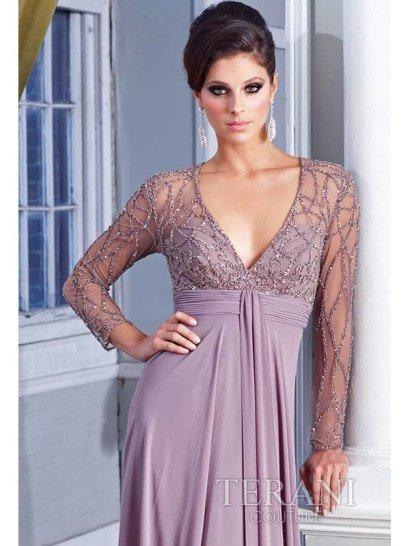 Недорогое вечернее платье с рукавами.