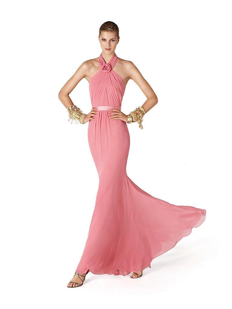 Элегантное узкое вечернее платье.