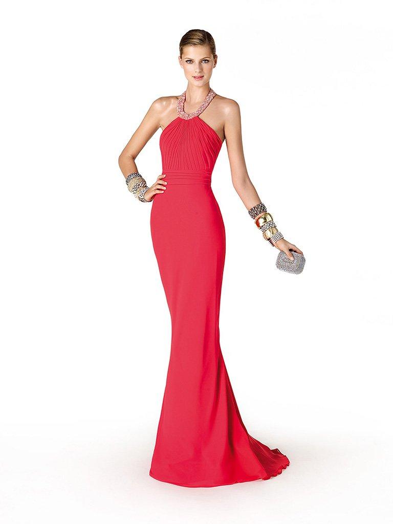 Элегантное красное узкое длинное вечернее платье.