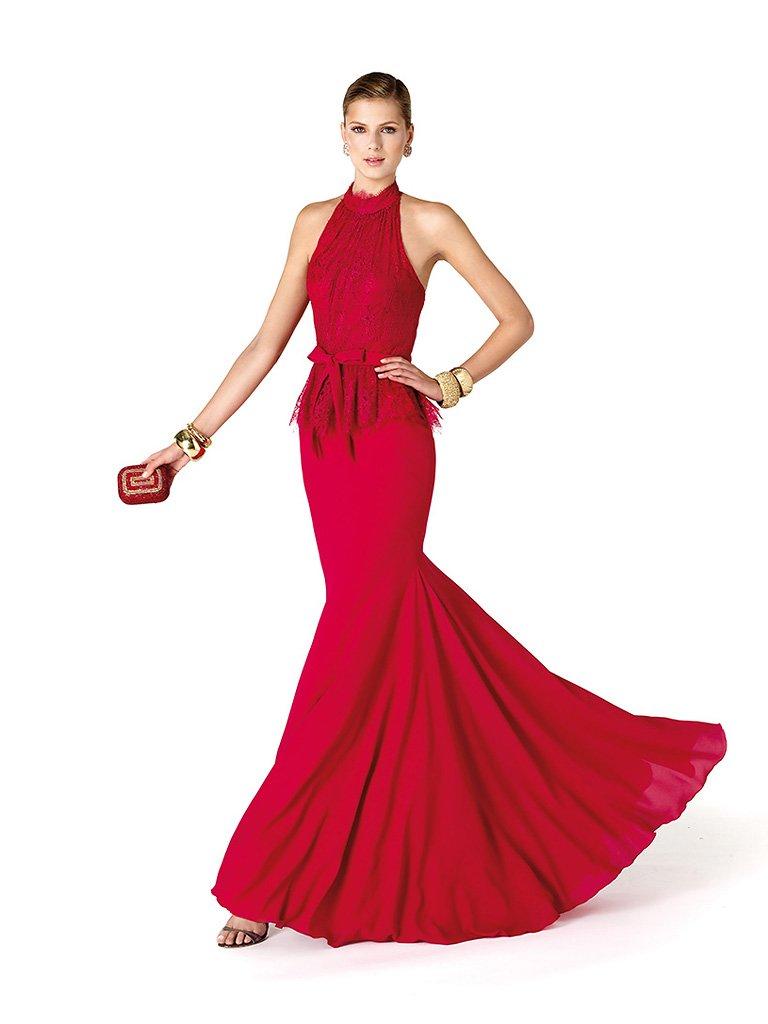 Яркое длинное вечернее платье цвета розовой фуксии силуэта «русалка».