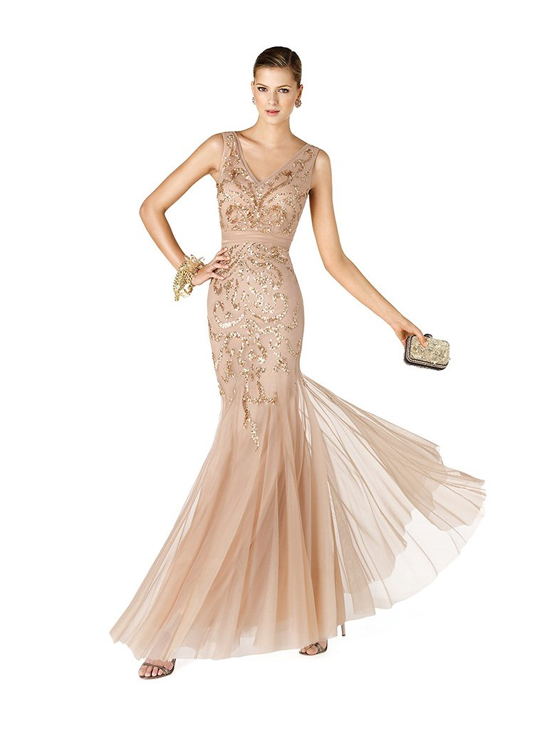Красивое длинное вечернее платье на выпускной телесного оттенка, силуэта «русалка».