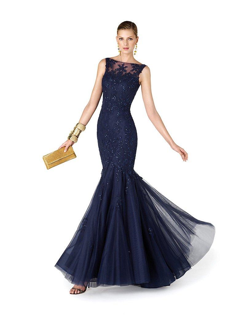 Роскошное длинное вечернее платье глубокого синего цвета силуэта «русалка».