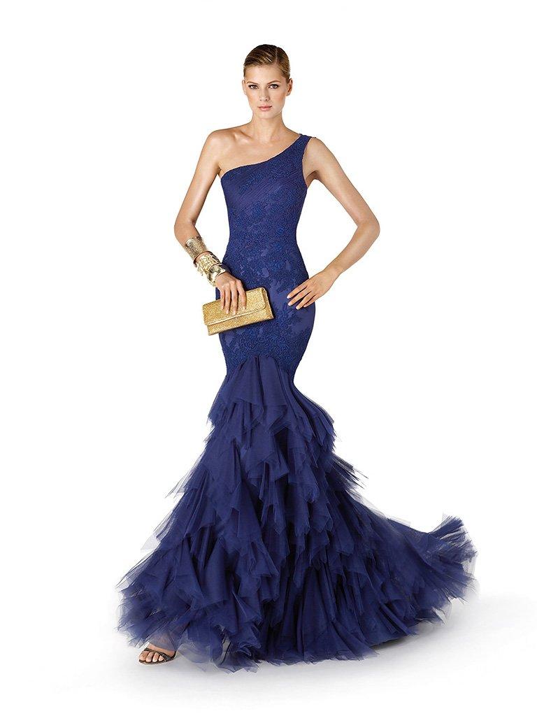Стильное вечернее платье силуэта русалка.
