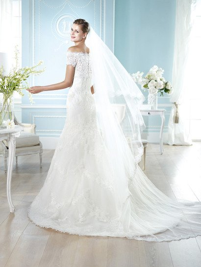 Открытое кружевное свадебное платье облегающего силуэта 2015.