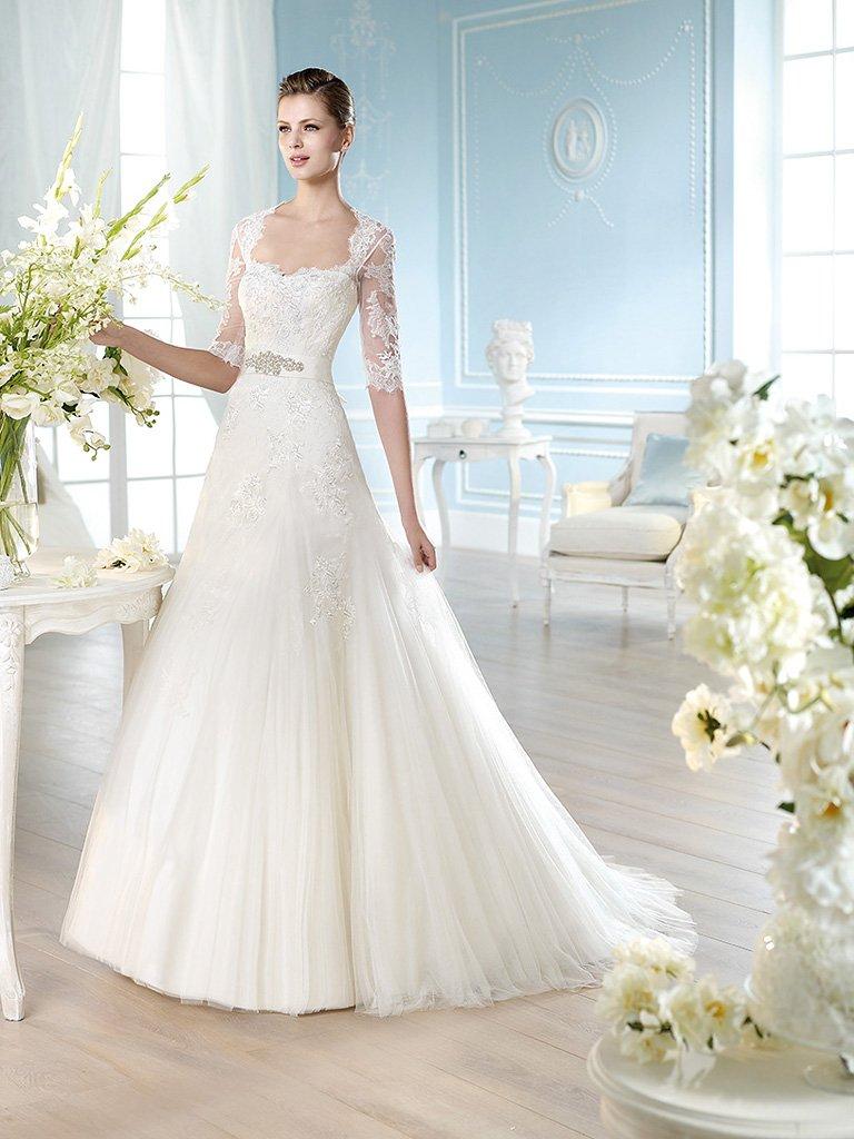 Свадебное платье с рукавами до локтя.