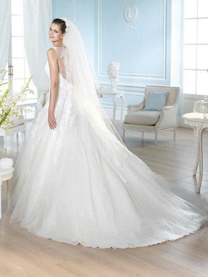 Красивое свадебное платье силуэта принцесса St. Patrick.