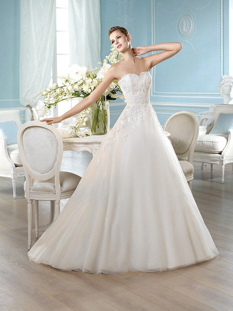 Свадебное платье с декольте сердечко.
