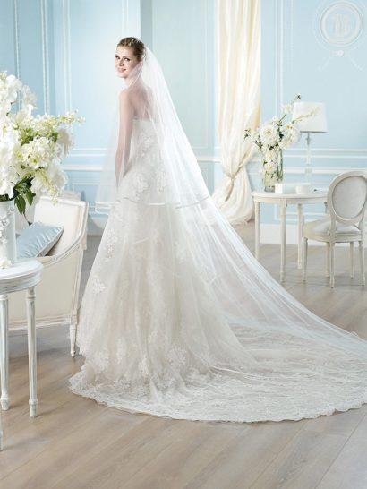 Свадебное платье с жакетом.
