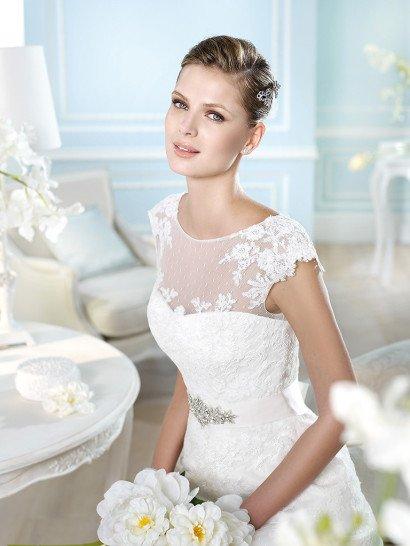 Свадебное платье с прозрачным декольте.
