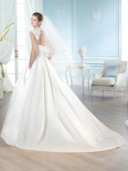 Пышное свадебное платье со скрытыми карманами и широкими кружевными бретельками.