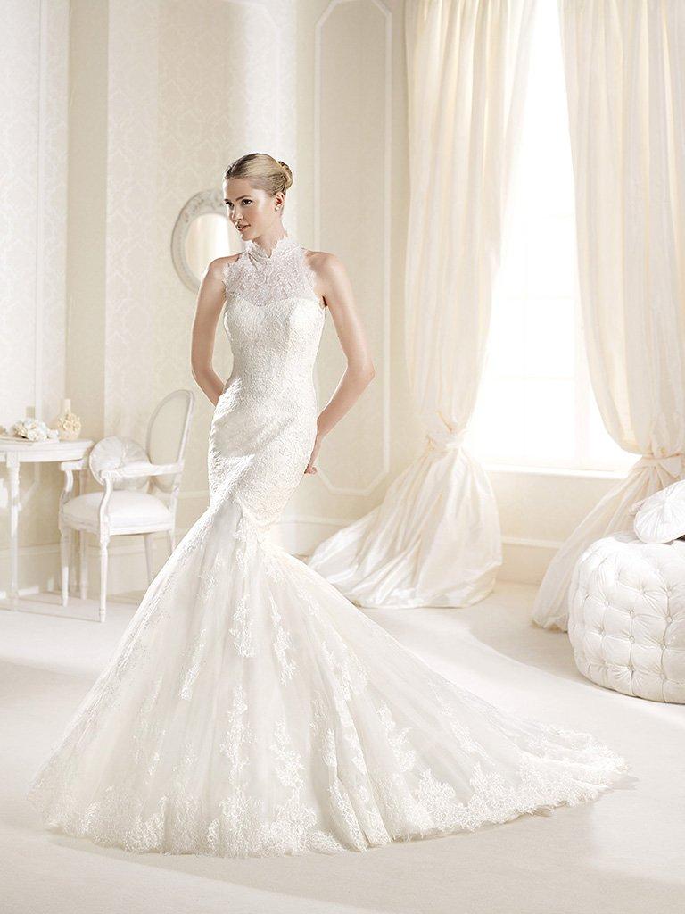 Роскошное кружевное свадебное платье силуэта «русалка» со шлейфом.