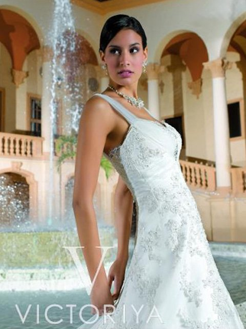 Недорогое свадебное платье сочетает в себе все элементы, гарантирующие привлекательный образ.