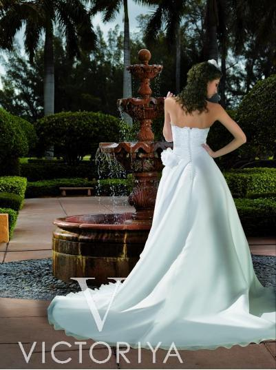 Недорогое классическое свадебное платье принцесса.