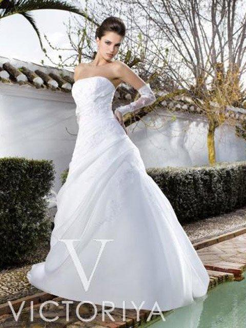 Недорогое свадебное платье: традиционный пышный силуэт и выразительная отделка. ➌ Примерка и подгонка платьев ✆ +7 495 627 62 42 ★ Салон Виктория Ⓜ Арбатская Ⓜ Смоленская