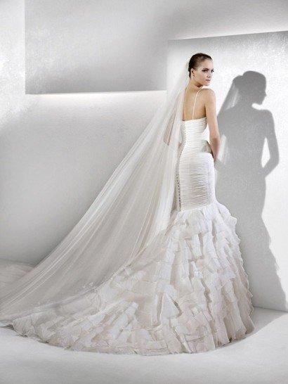 Красивое свадебное платье из шёлковой тафты, силуэт «русалка» со шлейфом. ➌ Примерка и подгонка платьев  ✆ +7 495 627 62 42 ★ Салон Виктория Ⓜ Арбатская Ⓜ Смоленская