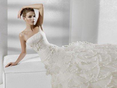 Пышное открытое свадебное платье с необычным декором юбки. ➌ Примерка и подгонка платьев  ✆ +7 495 627 62 42 ★ Салон Виктория Ⓜ Арбатская Ⓜ Смоленская
