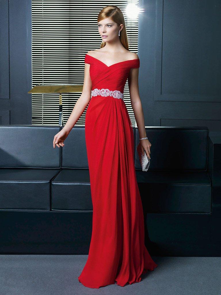 Элегантное вечернее платье из шелка.