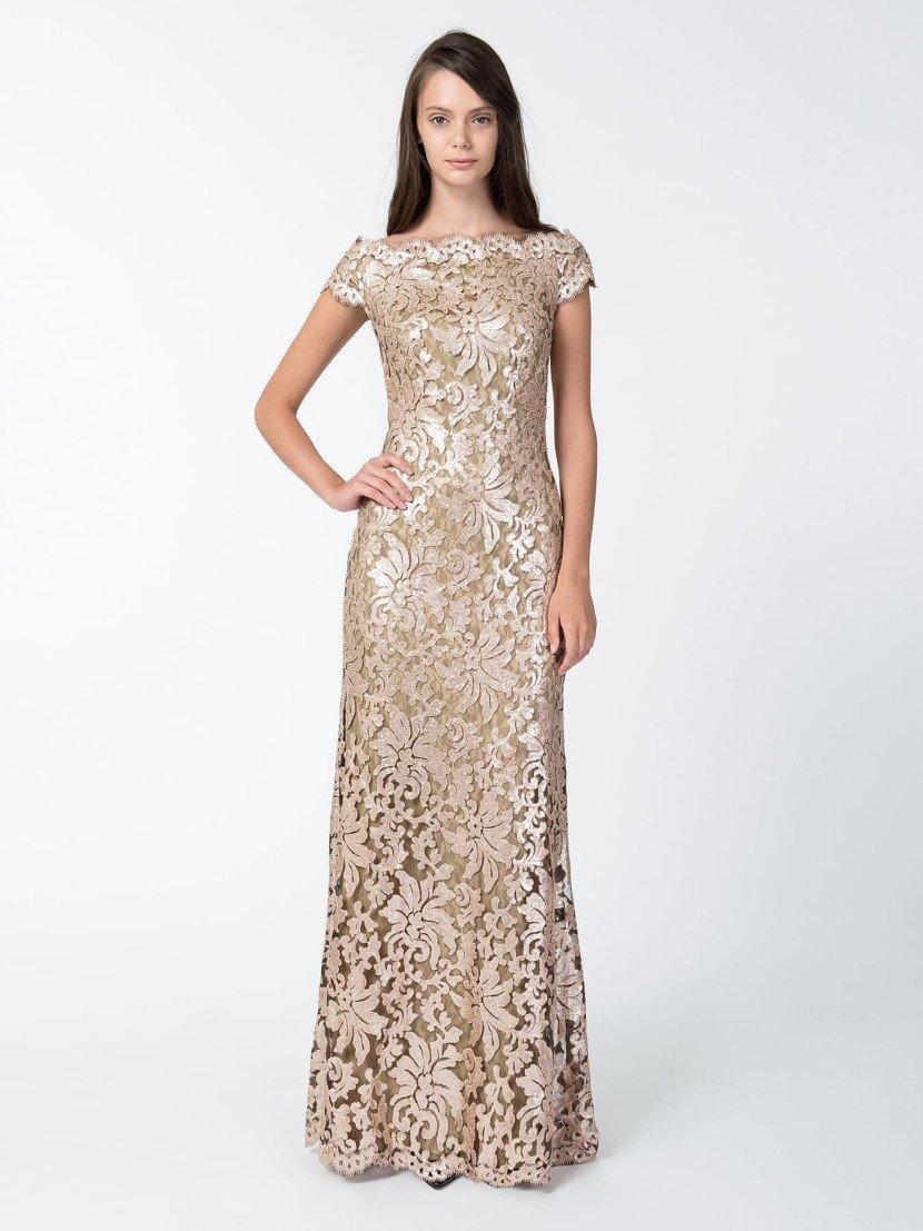 Кружевное коктейльное платье с золотым узором.