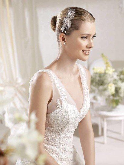 Свадебное платье А-силуэта со шлейфом.