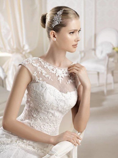 Свадебное платье с кружевом.