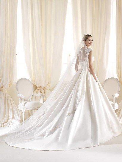 Свадебное платье La Sposa А-силуэта со шлейфом.