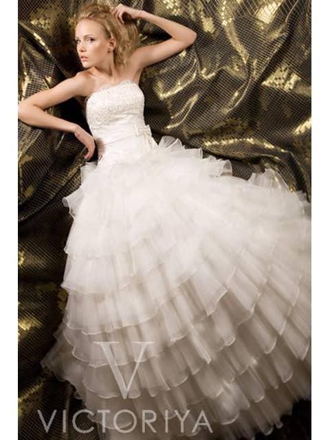 Романтичное и недорогое свадебное платье создаст кокетливый и нежный образ невесты.