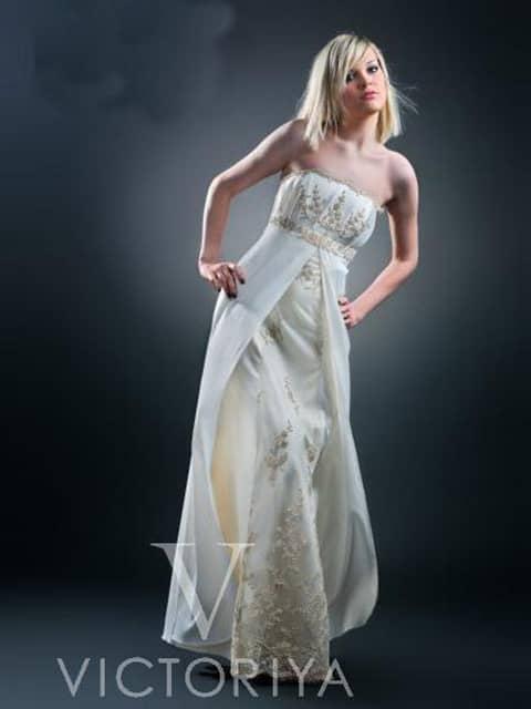Недорогое свадебное платье с ампирной линией талии.