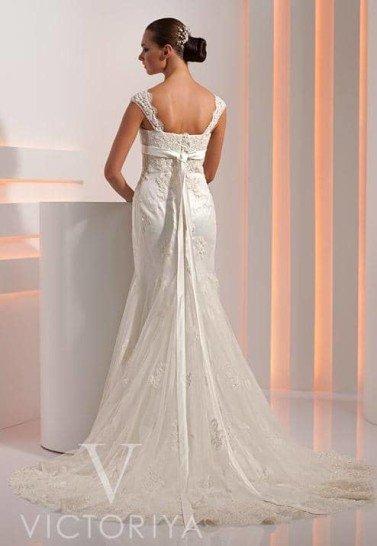 Недорогое свадебное платье с классическим силуэтом «русалка».