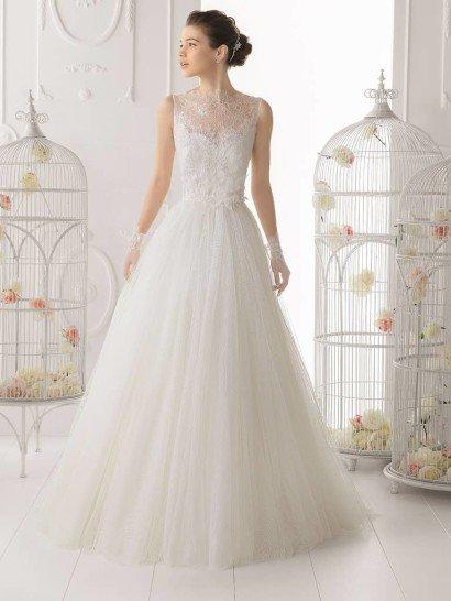 Свадебное платье с кружевным верхом и спиной 2015.