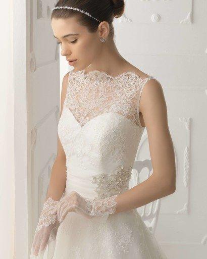 Свадебное недорогое платье А-силуэта.