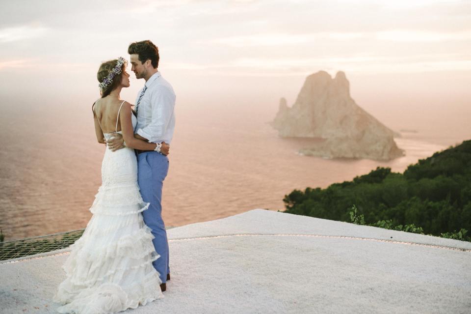 Все свадебные платья YolanCris уникальны, отшиваются в мастерской бренда в Барселоне